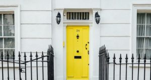 How to Make Your Entrance Door More Attractive When You Are On Budget