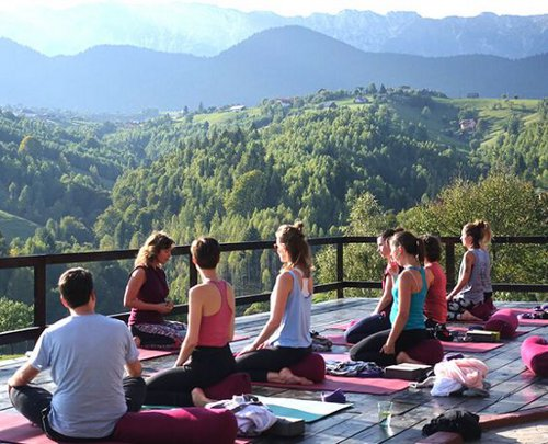 Top 10 Amazing Yoga Retreats in India To Visit in 2020