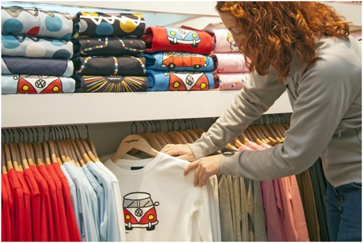 8 Huge Benefits of Investing in Customized T-shirts