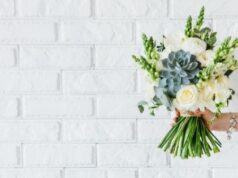 How can Flowers Help you Maintain a Long Distance Relationship Over Time