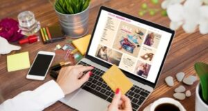 Top Tips to Save Money While Shopping at Online Clothing Stores